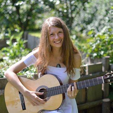 Výuka kytary a anglického jazyka