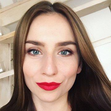 Monika Em Palusakova