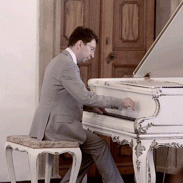 Klavir hrave a s lehkosti