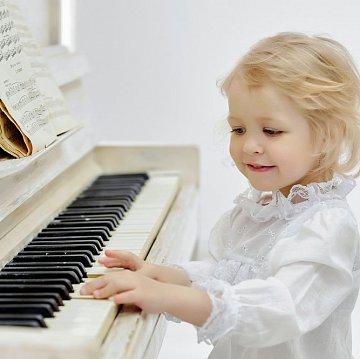 Klavírna akadémia | moderná škola hry na klavíri pre malých i veľkých