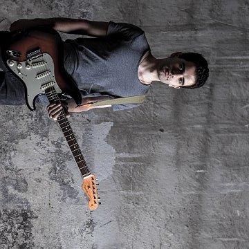 Elektrická kytara pro začátečníky a mírně pokročilé