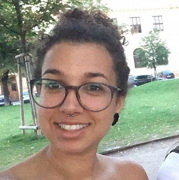 Doučování jazyků - studentka VŠ v Praze