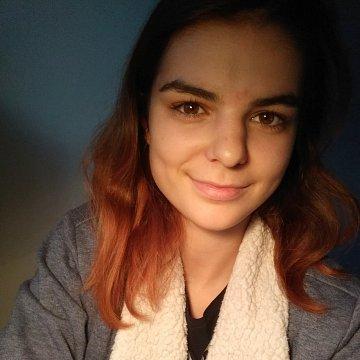 Hra na příčnou flétnu bez zušky, čeština od studentky žurnalistiky
