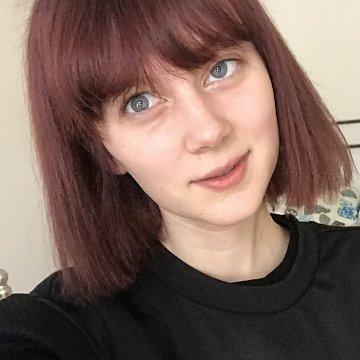 Studentka obecné matematiky, ráda pomůžu s přijímačkami na VŠ, perfektní ználost angličtiny a ruštiny