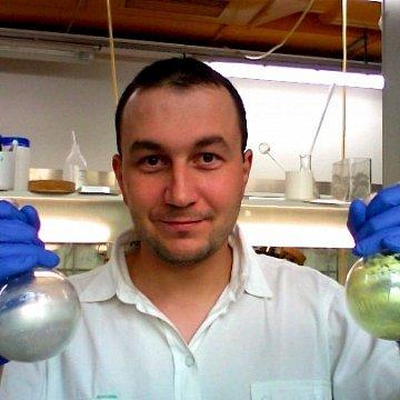 Kvalitní příprava na lékařské fakulty. Kvalitní výuka chemie, biochemie, matematiky a fyziky. CZ/ENG