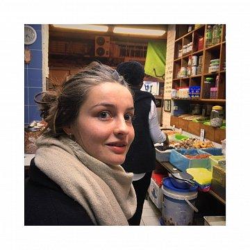 Nachhilfe Französisch (Muttersprachlerin) / Englisch (Bachelor Niveau) / Grundschule > Abi