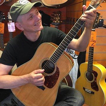 Akustická a elektrická gitara pre začiatočníkov i pokročilých