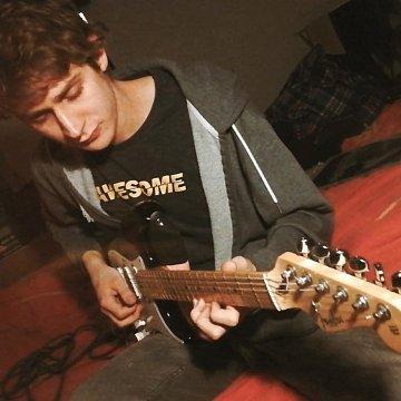 Doučujem techniku a teóriu hry na elektrickú a akustickú gitaru v Brne.