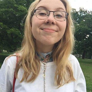 Studentka bilingvního španělského gymnázia nabízí doučování