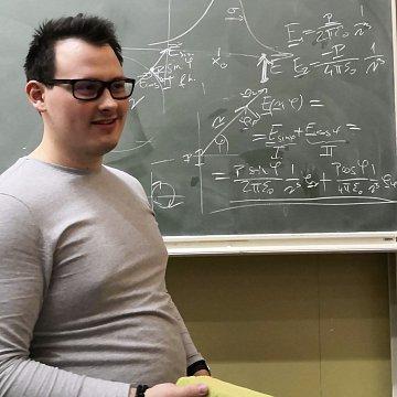 Fizika és matematika oktatás általános és középiskolásoknak