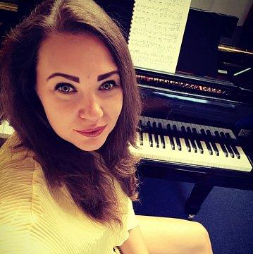 Učení hry na klavír (vážná hudba i pop a jiné žánry)