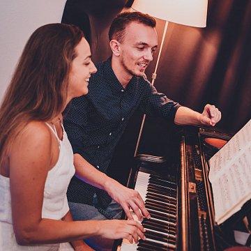 Objav v sebe hudbu - nauč sa spievať a hrať na klavír.