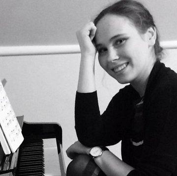 Hra na klavír , spev