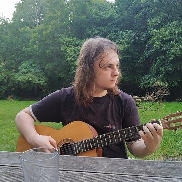 Nabízím učení kytary, spíše pro začátečníky ale i pokročilejší... 100%centně se přizpůsobím Vašim potřebám a pokusím se dosáhnout požadovaných výsledků.
