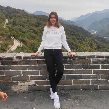 Doučovanie a učenie základov čínštiny.