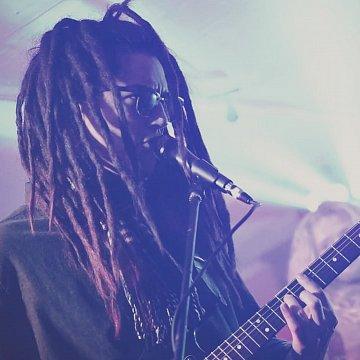 Poskytujem doučovanie praktických znalostí v oblasti hudby - hre na Gitaru, Basovú gitaru