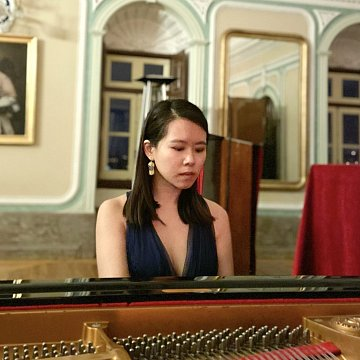 Musik-Klavierlehrerin/ Mandarin-Lehrerin