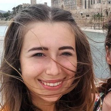 Vysokoškolská studentka pomůže s úkoly a učením v karanténě