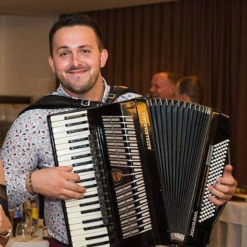 Doučovanie hry na akordeón a ľudového spevu