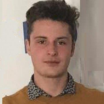 Vysokoškolský student s perfektní znalostí češtiny