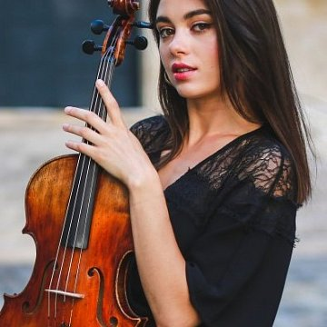 Liebe zur Musik und ein grosser Wunsch Geige und Gesang unterrichten.