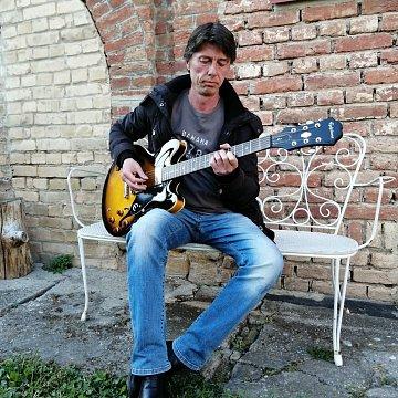 Gitároktatás klasszikusoktól a rockzenéig