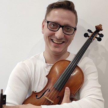 Hra na housle v klasickém i moderním stylu