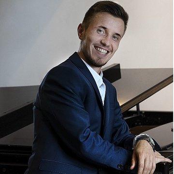 Profesionálne hodiny spevu ( klavírna hra, základy hudobnej teórie, príprava na konzervatórium,súťaž)