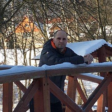 Viktor K.