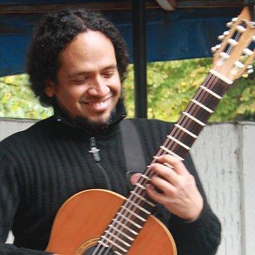 Classical Guitar-Fingerstyle - Ukulele - Španělština v Praze