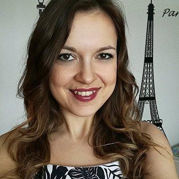 Som Slovenka žijúca vo Francúzsku a špecializujem sa na výučbu francúzštiny pre Slovákov a Čechov cez skype.