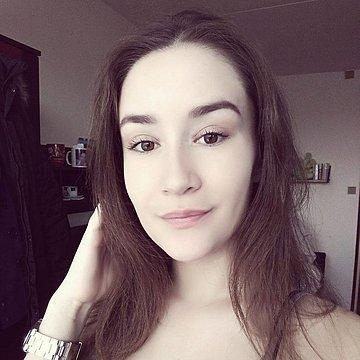 Adriána Idesová