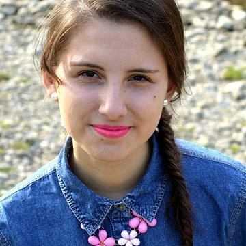 Júlia Mozolová