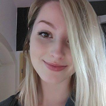 Júlia D.